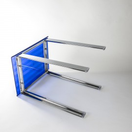 Sgabello Leo blu trasparente.