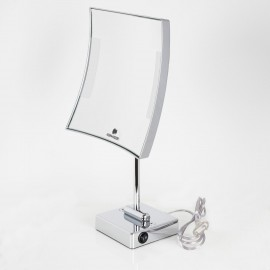 Specchio ingranditore quadrato da tavolo cromo. Illuminazione a LED.