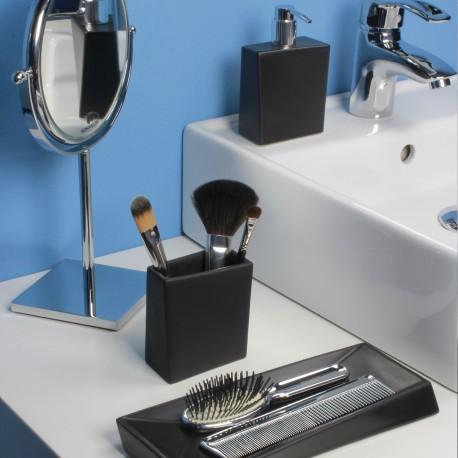 BATHMAN Dispenser sapone liquido in ceramica, di colore nero.