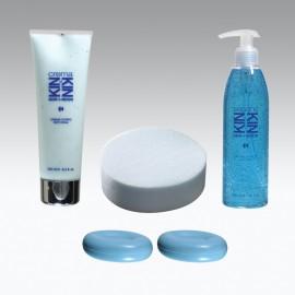 Set BENESSERE KIN: Sapone liquido 300ml, 2 saponette 100gr, crema idratante 250ml e spugna bagno sintetica.