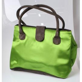 Borsa in tessuto di raso verde.