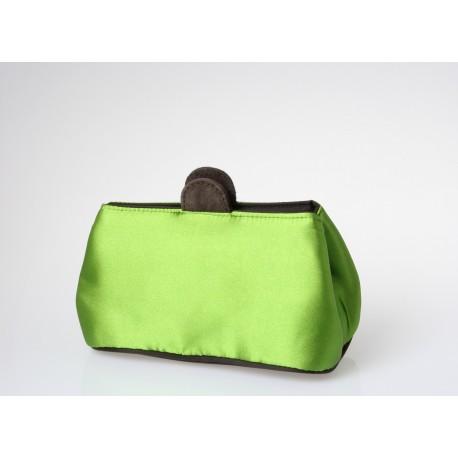 Porta trucco in tessuto di raso verde.